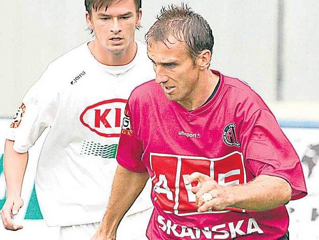 Poborský se vrací do sestavy Budějovic. Proti Spartě naposledy nastoupil v květnu 1996. Slavia tehdy ve čtvrtfinále domácího poháru prohrála na Letné 2:0 a Poborský byl již ve 24. minutě za faul na Frýdka vyloučen…