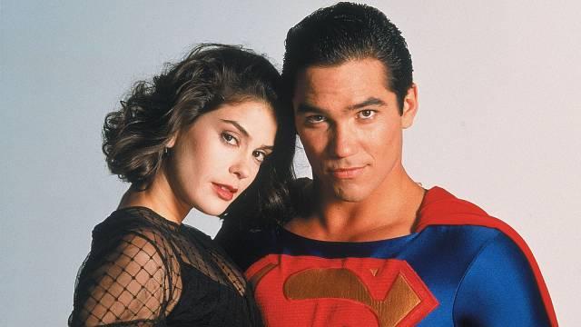 Seriál s Teri Hatcher a Deanem Cainem je podle mnohých nejlepší televizní zpracování.