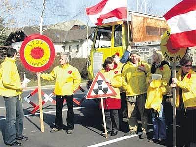 Rakušáci demonstrovali na pěti hraničních přechodech.