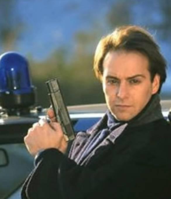 Semir Gerkhan je hlavní postava celého seriálu. Je to neohrožený policista, který bojuje se zločinem a zatýká zločince jako na běžícím pásu. Rád by viděl na světě jen dobro. Celých 23 let je neúnavný.