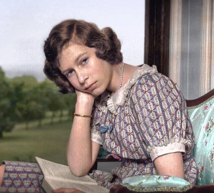 Budoucí královna Alžběta II. v roce 1940.