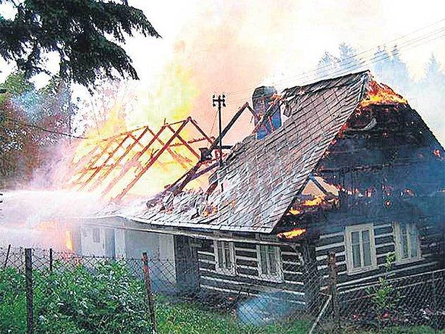 Proti rozsáhlému požáru neměli hasiči šanci.