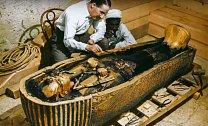 Exhumace těla.