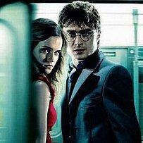 Série plakátů k sedmému dílu potterovské série Harry Potter a Relikvie smrti: Hermiona s Harrym Potterem
