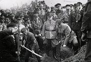 Slavnostní zahájení stavby dálnice. Jediný, kdo ji využil byli Rusové, když dobývali Říši.