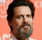 Jima Carreyho asi netřeba představovat. Herec, jehož hlavní životní úlohou je bavit lidi. V soukromí sice velký introvert, ale na jevišti extrémní bavič, který ve finále umí zahrát cokoli, jen se zkrátka v komediální roli cítí nejlépe.