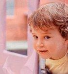 V druhém dílu, který se točil okolo narození dcerušky Julie, a kde Mikey tváří v tvář stojí tomu, aby se ve svých zhruba třech letech smířil s tím, že má ségru, hraje Mikeyho jiný herec.
