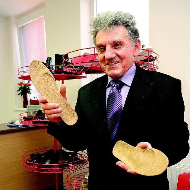 Josef Hanák a jeho biomechanická aktivní stélka do bot pomáhají lidem od zdravotních problémů. Nevěříte? Vyzkoušejte!
