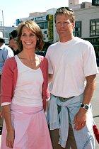Odroku 2000 je ženou Iana Murrayho.