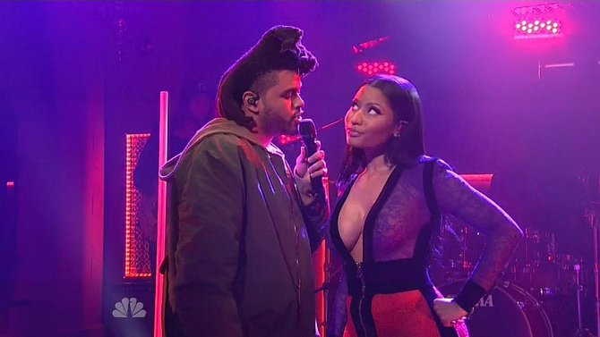 Nicki Minaj a raper The Weekend v pořadu Saturdey Night Live...