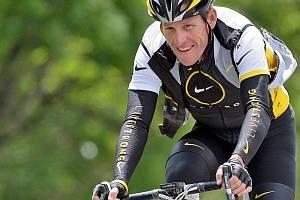 Lance Armstrong přiznal, že dopoval. Jako by vybouchla bomba...