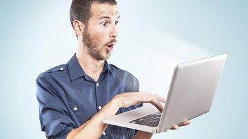 Stephen zažil při brouzdání na internetu velký šok.