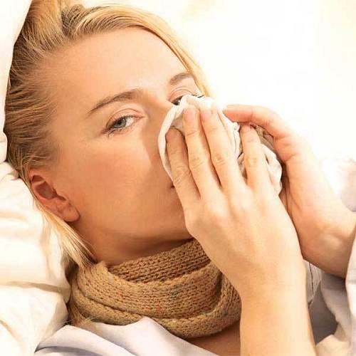 Kurkumové mléko prohřívá a podporuje imunitu, což se hodí při podzimních nachlazeních.