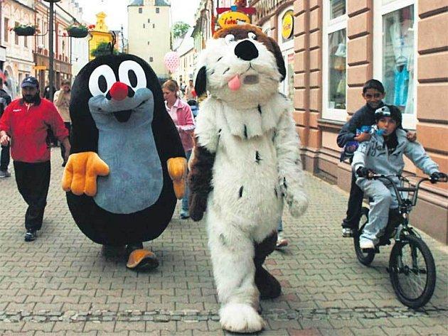 Maxipes Fík a krteček se procházeli v sobotu Kadaní.