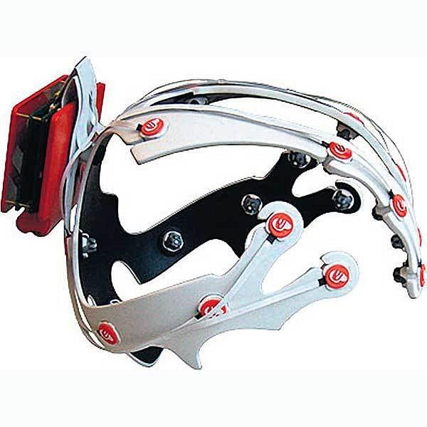 Tak vypadá helma, s jejíž pomocí můžeme ovládat postavy počítačových her přímo svým mozkem.