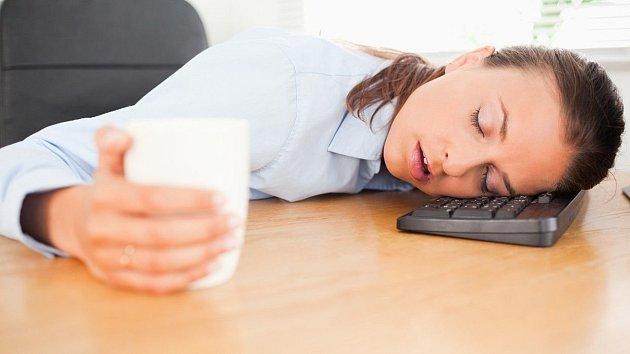 Špatné spaní se na člověku podepisuje víc, než bychom si byli ochotni přiznat.