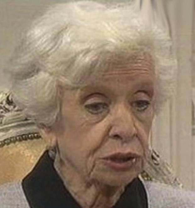 Nejlepší postava celého seriálu je bezesporu Madam Angelica. Stará paní, která díky mladé služce ožije a dokonce jí občas ujede nějaké sprosté slovíčko. Je dobrosrdečná a je s ní nesmírná sranda. Prostě boží stařenka.