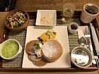 U nás suchý rohlík? V Japonsku palačinky k snídani!