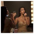 Kim Kardashian je šampionkou ve focení selfíček.