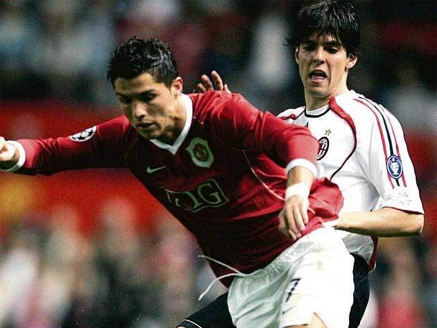 Na své hvězdy Cristiana Ronalda (vlevo) a Brazilce Kaká budou Manchester i AC Milán v odvetě hodně spoléhat.