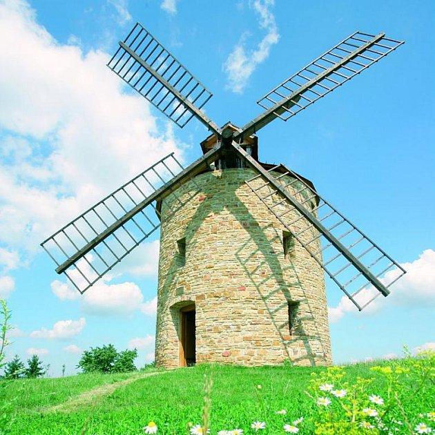 Větrný mlýn zatím nemele. Stále čeká na dokončení technologie s ozubeným kole