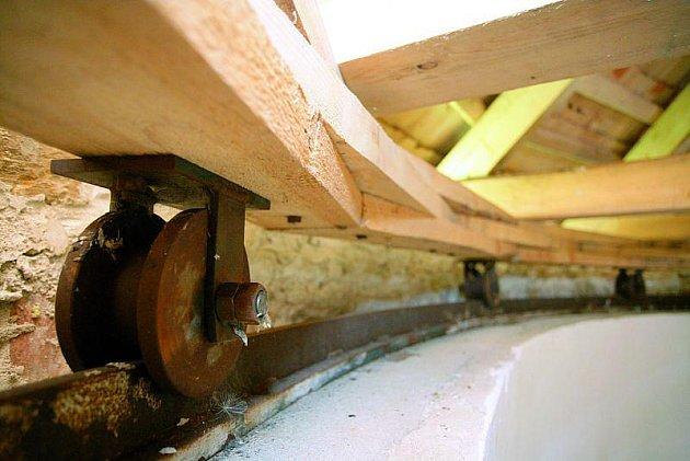 Do detailu je vypracován také systém otočné střechy.