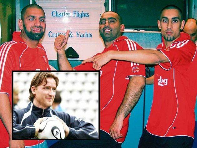 Anglický klub přijeli povzbudit jeho oddaní fanoušci.  Ve výřezu hrdina předloňského finále Šmicer.