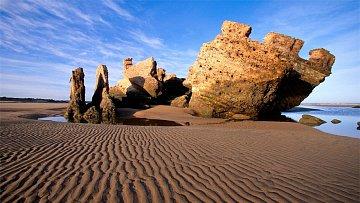 Osobité ruiny rozhledny Bordj El Berod.