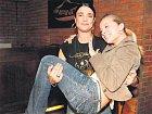 Mahulena se nebála vzít do náruče tanečnici Kristýnu Coufalovou a řádit s ní na parketu.
