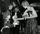 Drew Berrymore se Stevenem Spielbergem a princeznou Dianou.