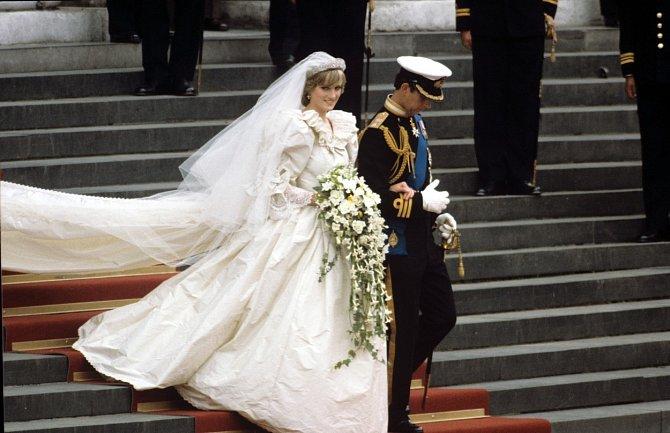 Svatba Diany Spencer a prince Charlese vypadala pohádkově, ale v té době už měly  obě strany o sňatku pochyby.