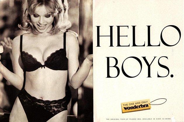 Herzigová vlegendární reklamě na podprsenku Wonderbra. Tento plakát byl vyhlášený jako desátý nejlepší všech dob.