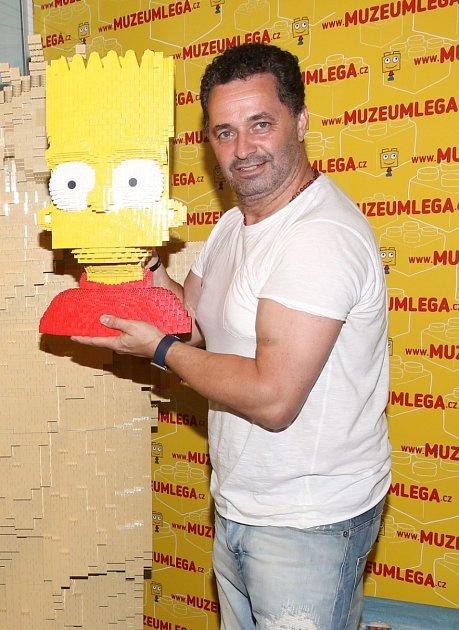 Martin Dejdar už více než dvacet let propůjčuje hlas Bartovi Simpsonovi.