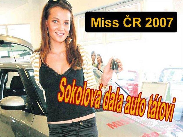 Miss ČR Kateřina Sokolová převzala včera vůz Škoda Fabia, ale řidičák si bude teprve dělat.