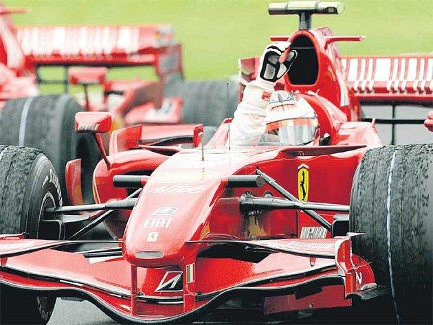 Fin Kimi Räikkönen projel cílem Velké ceny Francie nejdříve ze všech.