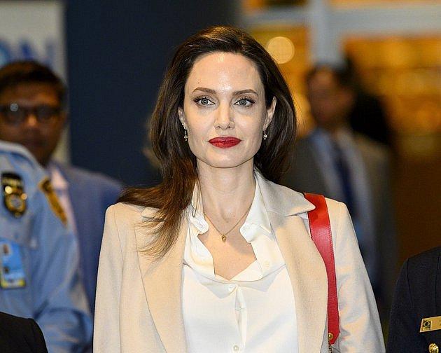 Kdysi největší sex bomba Hollywoodu Angelina Jolie se za poslední tři roky změnila k nepoznání. V roce 2016 požádala o rozvod, dvouleté manželství s Bradem Pittem vůbec neklapalo a pár byl na ostří nože.