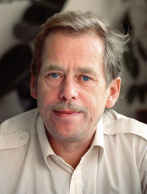 Václav Havel se společnosti že rozhodně nezříkal.