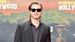 Ani Brad Pitt není žádný svatoušek. Angelina Jolie se o tomto tématu baví nerada - po vší té pozornosti kolem rozvodu a péčí nechce, aby se řešila i její divoká minulost.