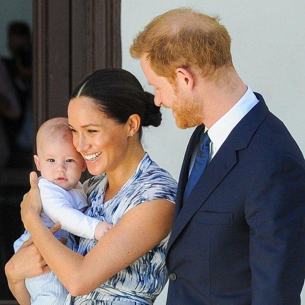 Doplňky, jako boty, pásek, itaška musí být zté nejkvalitnější italské kůže. Nové geny mu ale pořídit nedokázala. Asi by to ani nešlo. Královská rodina je královská rodina.