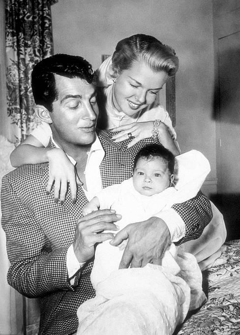 Smanželkou Jeanne vítají nasvětě syna Ricciho.