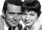 21 let: První role vkomedii Potíže sHarrym (1955). Nasnímku sJohnem Forsythem.