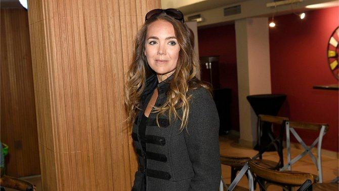Lucie Vondráčková je známá herečka a zpěvačka.