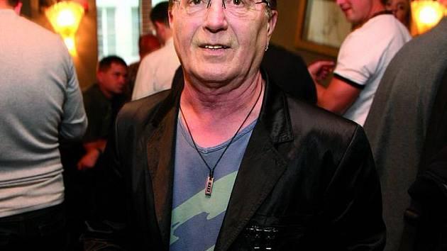 Frontman Olympiku trpěl nesnesitelnou bolestí žaludku.