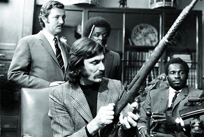 Kdramatu Universal Soldier (1971) napsal George (vpředu) iscénář. Šlo ale opropadák.