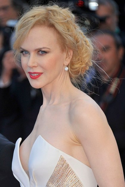 Nicole Kidman se ještě nedávno pyšnila výstavním dekoltem.