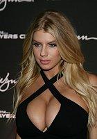 Charlotte McKinney byla hvězdou otvíračky nového klubu v Las Vegas.