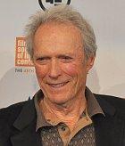 Režisér a herec Clint Eastwood kdysi lidem instaloval do zahrad bazény.