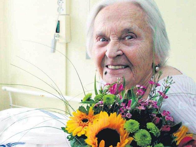 I ve svých 94 letech je Zita Kabátová pozoruhodná dáma.