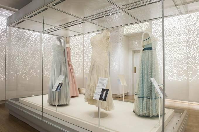 Prohlídka šatů princezny Diany v Kensingtonském paláci