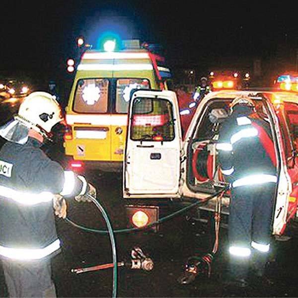 Na místo nehody se sjely desítky záchranářů.